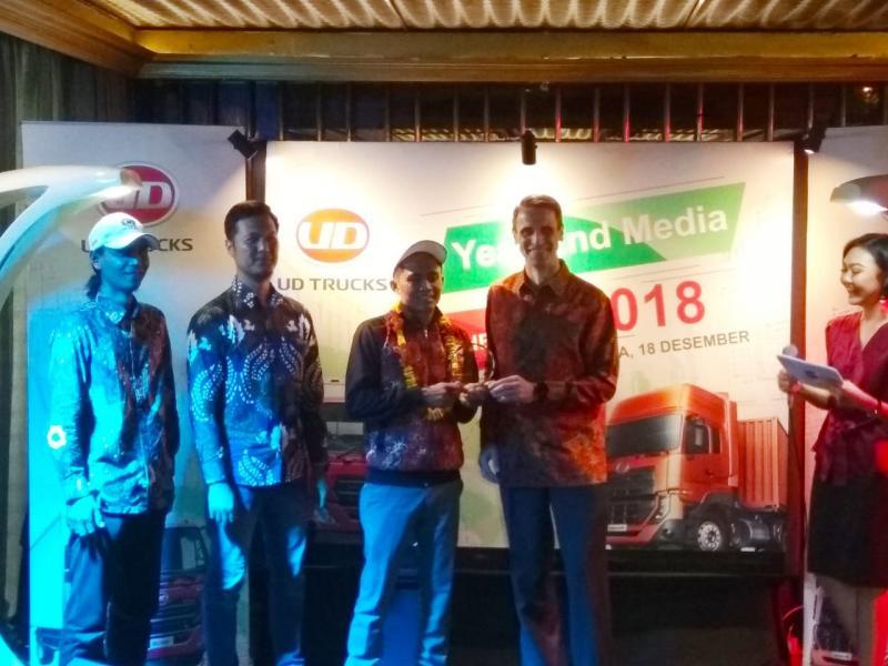 Eko Yulianto jadi perwakilan pengemudi truk Indonesia yang jadi juara umum Extra Mile Challenge 2018. (foto: anto)