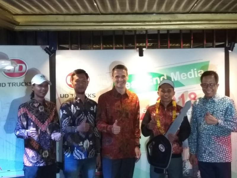 Extra Mile Challenge jadi komitmen UD Trucks Indonesia maksimalkan potensi sumber daya manusia. (foto: anto)