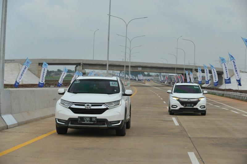 Rombongan Jelajah Nusantara bersama Honda CR-V Turbo sempat jajal tol Trans Jawa yang diresmikan Presiden Jokowi, 20 Desember lalu.