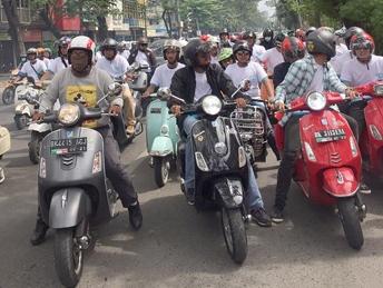 Euforia 50 tahun Vespa Primavera berlanjut di Kota Medan. (foto: ist)