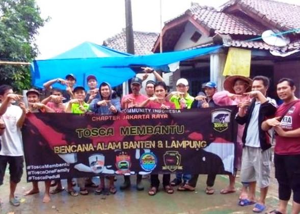 Komunitas Tosca turun langsung membantu korban tsunami di Pandeglang, Banten. (foto: ist)