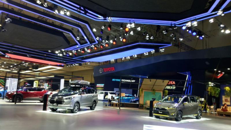 Target penjualan mobil nasional sebesar 1,1 juta unit selama 2018 diyakini tercapai. (foto: dok. Mobilinanews)