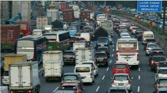 Pemberlakuan ganjil genap yang diperluas diharapkan pengendara berpindah ke angkutan umum. (foto : ist)