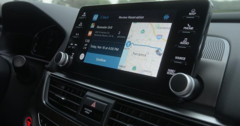 Semua kegiatan online bisa dilakukan di dalam mobil lewat Honda Dream Drive. (foto: Honda)