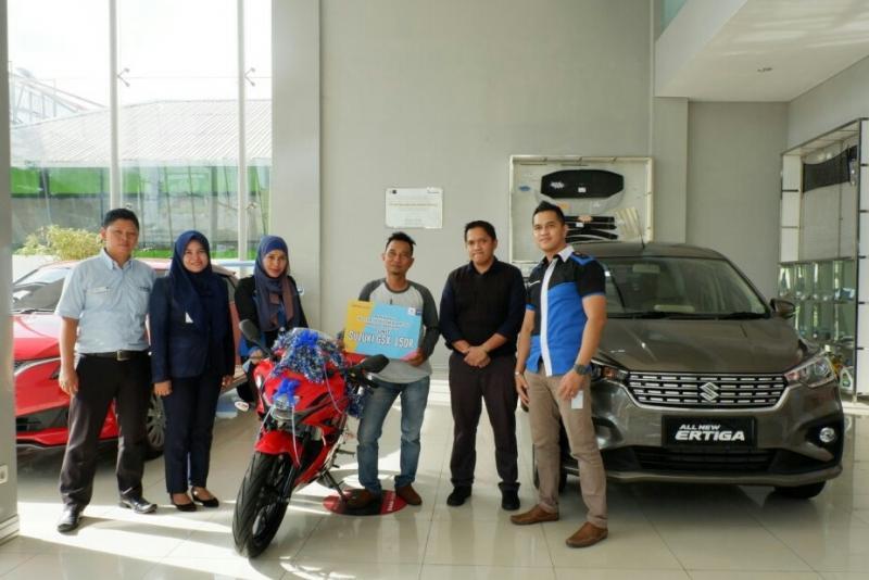 Penyerahan hadiah test drive all new ertiga di Banjarmasin, Kalimantan Selatan. (foto : ist)