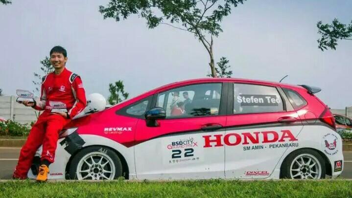 Stefen Teo, penasaran pengin balap mobil di Malaysia. (foto : ist)
