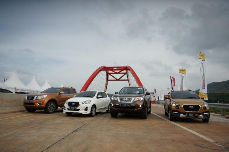 Lini produk Nissan dan Datsun merasakan Tol Trans Jawa yang telah berfungsi penuh. (foto: NMI)