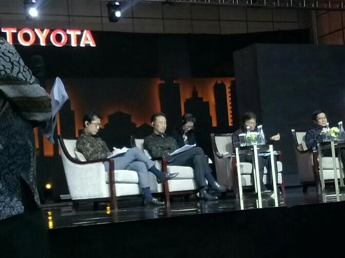 Yoshiiro Nakata (pegang mikrofon), penyegaran New Avanza kali ini paling banyak sejak tahun 2004. (foto : budsan)