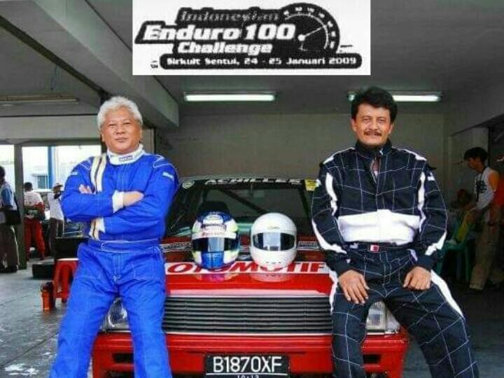 Rudy Ahmad Rizal (kanan) dan Djembar Kartasasmita, saat mengikuti Endurance Retro di Sentul pada tahun  2009. (foto : ist)