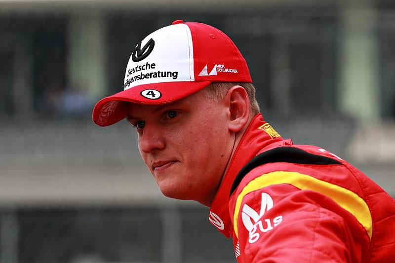 Mick Schumacher ikut jejak sang ayah menjadi bagian dari keluarga Ferrari