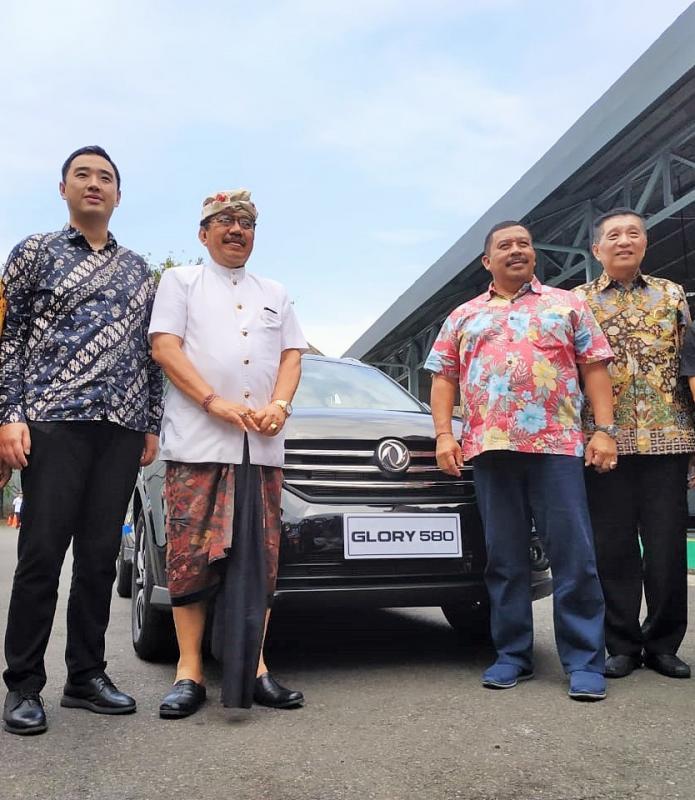 Peresmian diler DFSK di Pulau Dewata dihadiri Tjokorda Oka Artha Ardana Sukawati, Wakil Gubernur Bali. (foto: ist)
