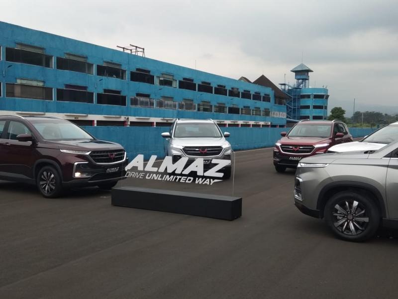Wuling Almaz tawarkan banyak fitur kekinian. (foto: anto)