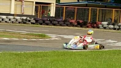 Pegokart Rava Mahpud saat melakukan latihan di Sentul International Karting Circuit pada Jumat sore. (foto : bs)