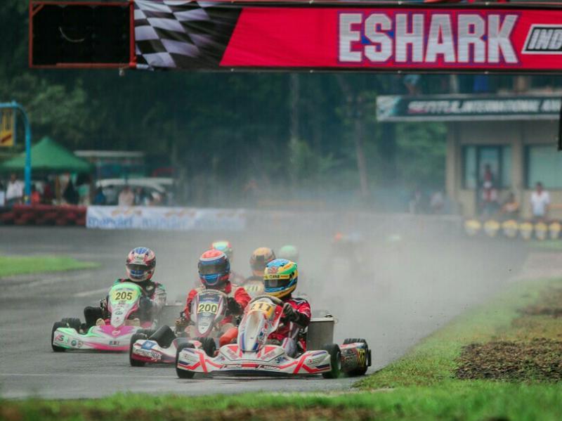 Rava Mahpud memenangi ketatnya persaingan di kelas Senior seri 1 Eshark Indonesia Karting Championship 2019 di Sentul.(foto : ist)