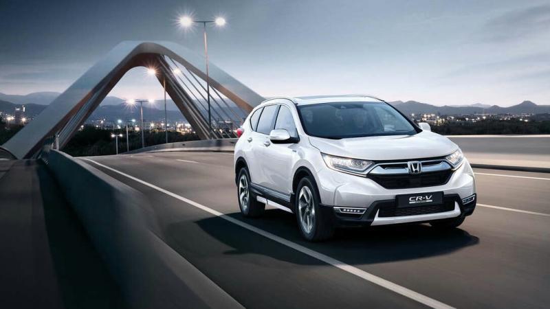Honda CR-V Hybrid bisa lakukan daya secara mandiri dengan menghasilkan listrik. (foto : ist)