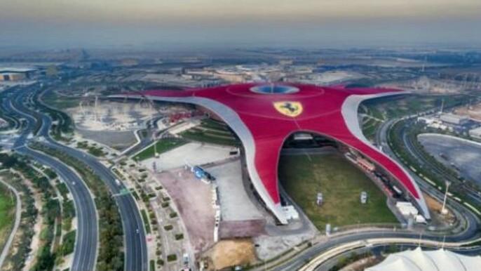 Ferrari World yang ada di Dubai, menjadi salah satu representasi keunggulan Ferrari. (foto : ist)