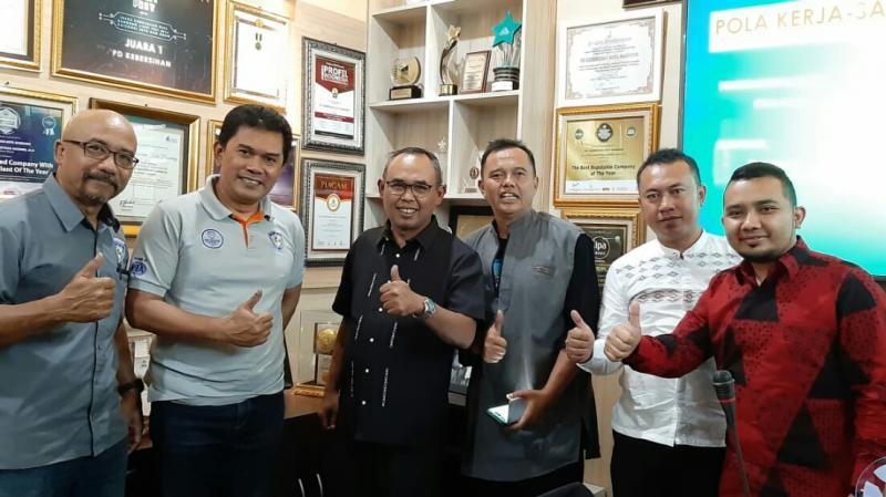 Perwakilan IMI Jabar dan PD Kebersihan Jawa Barat usai presentasi. (foto : ist)