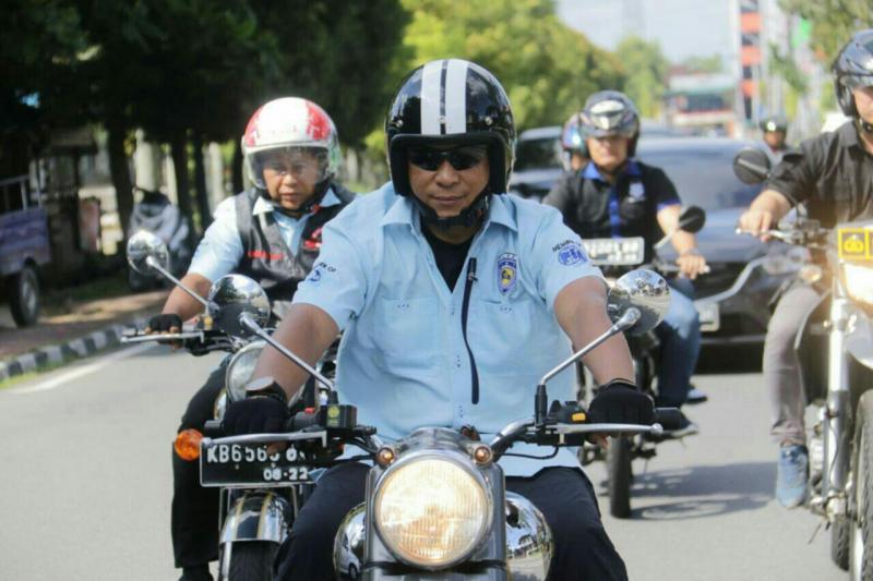 Kapolda Kalbar Irjen Didi Haryono memilih motor Royal Enfield untuk tugas Patroli. (foto : ist)