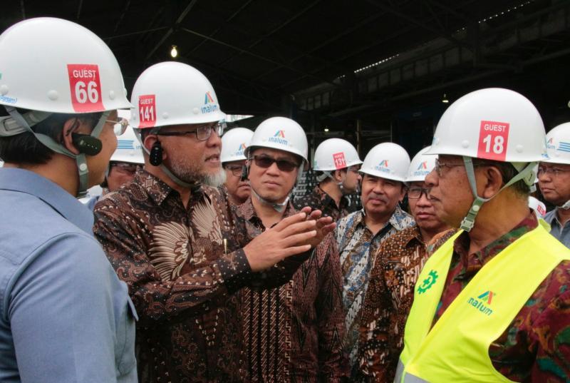 Presdir TMMIN Andang Warih Tjahjono sampaikan keterangan kepada Menteri Perekonomian Darmin Nasution. (foto : ist)