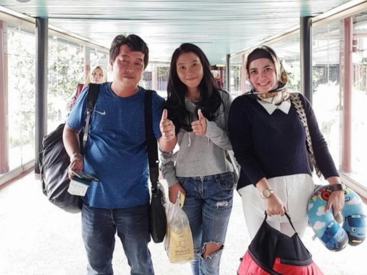 Hendra Raharja (bersama) bersama Dina Pricillia dan Yuanita Fatma saat akan mengikuti event gymkhana di Thailand, Desember 2018. (foto : ist)