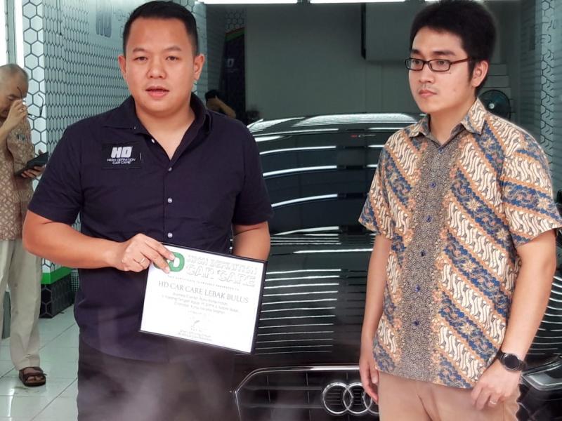 Jajaran manajemen HD Car Care, Yaska Wu dan Jupiter di peresmian outlet HD Car Care Lebak Bulus
