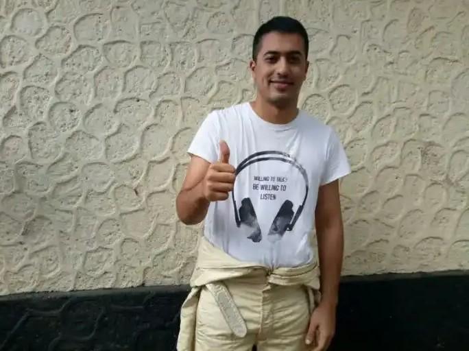 Zahir pilih turun di kelas Senior, karena lebih seru bertemu dengan para pegokart yang masih muda-muda. (foto : bs)