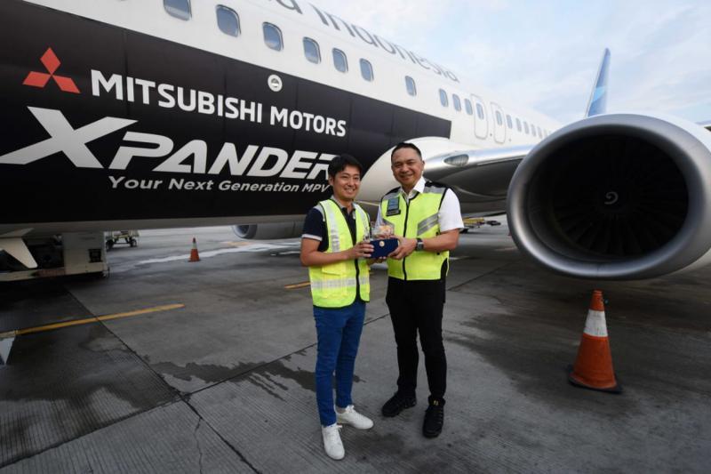 Sinergi strategis antar korporasi ini dengan melaksanakan program livery design decal branding Mitsubishi XPANDER di 1 (satu) unit armada Garuda Indonesia jenis Boeing 737-800 NG.