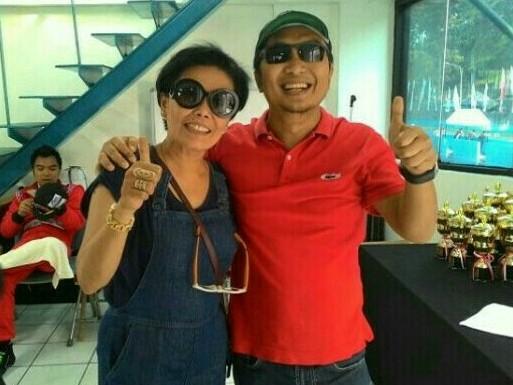 Lola Moenek bersama Ketum IMI Pusat Sadikin Aksa, sambut positif MotoGP Mandalika. (foto : bs)