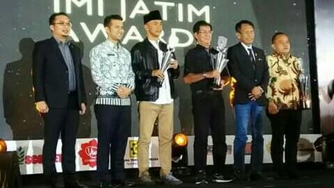 Wagub Jatim Emil Dardak dan Ketum IMI Pusat Sadikin Aksa hadir pada IMI Jatim Awards di Mercure Grand Mirama, Surabaya. (foto : ist).