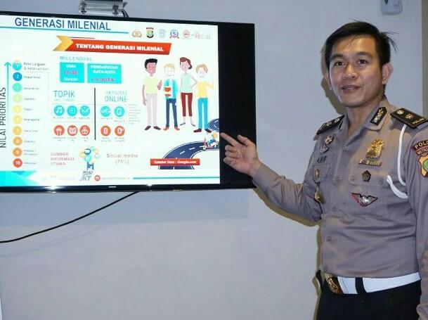 Pejabat dari Ditlantas Polda Metro Jaya menyampaikan presentasi terkait Millenial Road Safety Festival 2019. (foto : ist)
