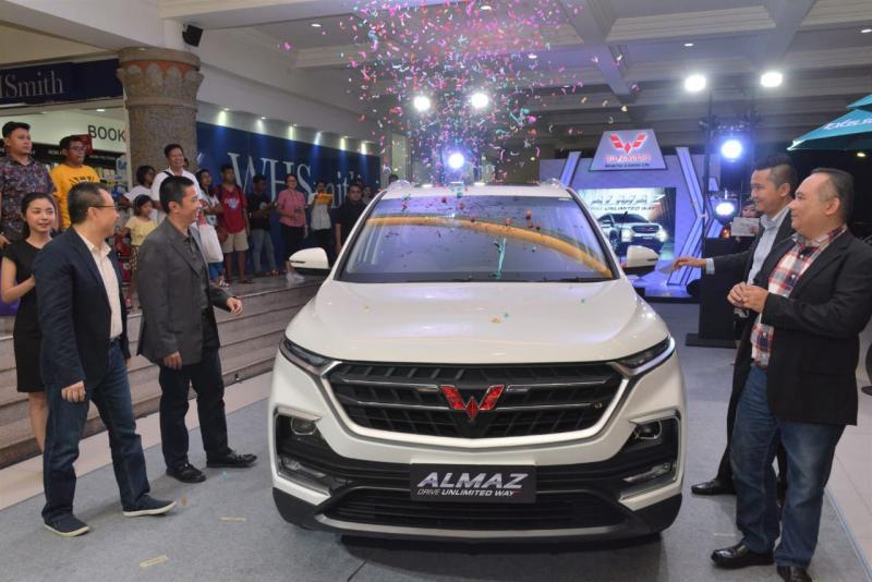 Selain meluncurkan produk terbaru, Wuling juga menggelar kegiatan test drive bagi pengunjung.