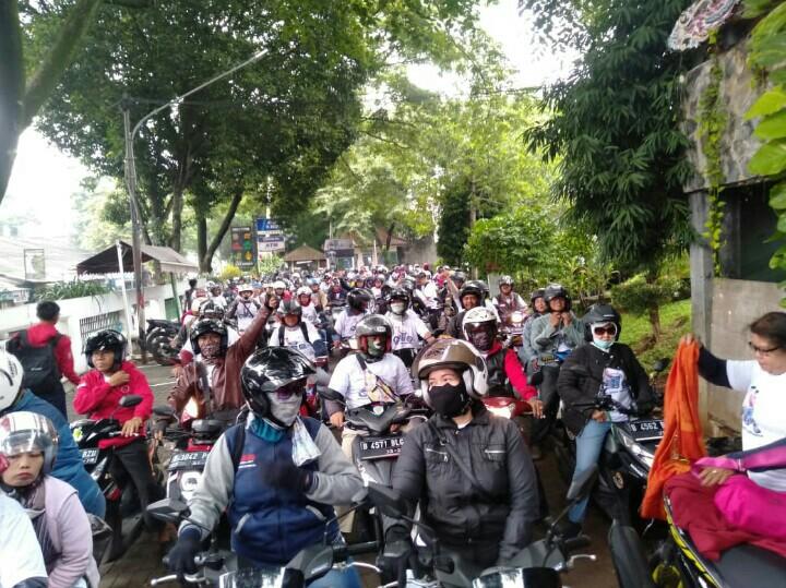 Touring motor Jakarta-Bogor-Jakarta antusias diikuti ratusan peserta dari relawan Jokowi Amin. (foto : inov)