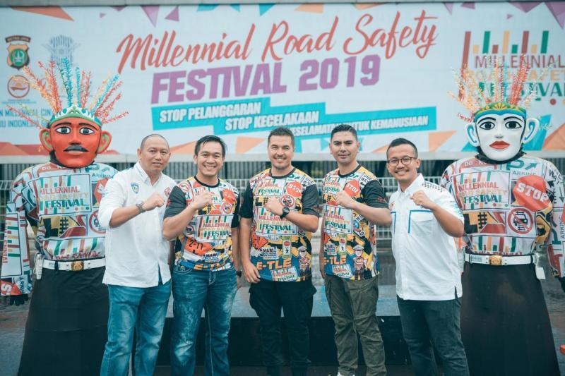 Rifat Sungkar kampanyekan road safety lewat pendekatan motorsport dihadiri Anondo Eko & Bimo Pradikto sebagai Ketum & Ketua Harian IMI DKI. (foto : ist)