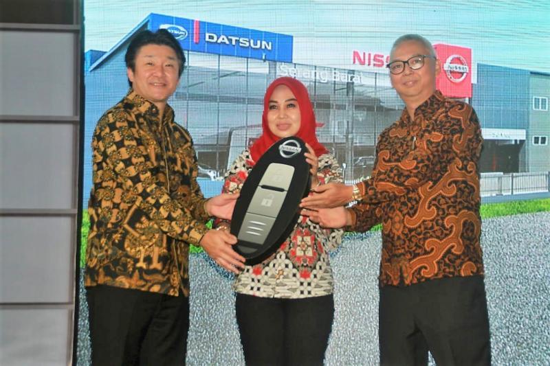 Apresiasi khusus diberikan kepada pelanggan pertama yang membeli Intelligent SUV – Nissan Terra dari outlet Nissan Datsun Serang Barat.
