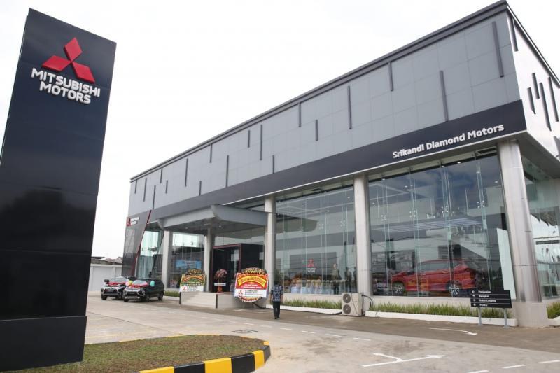 Dealer Mitsubishi PT Srikandi Diamond Motors Pondok Cabe, Tangerang Selatan dengan konsep dan identitas baru Mitsubishi Motors