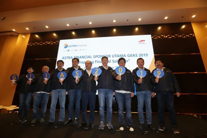 Suparno Djasmin didampingi enam pimpinan LJK dari Grup Astra yang ikut mendukung GIIAS 2019 kali ini.