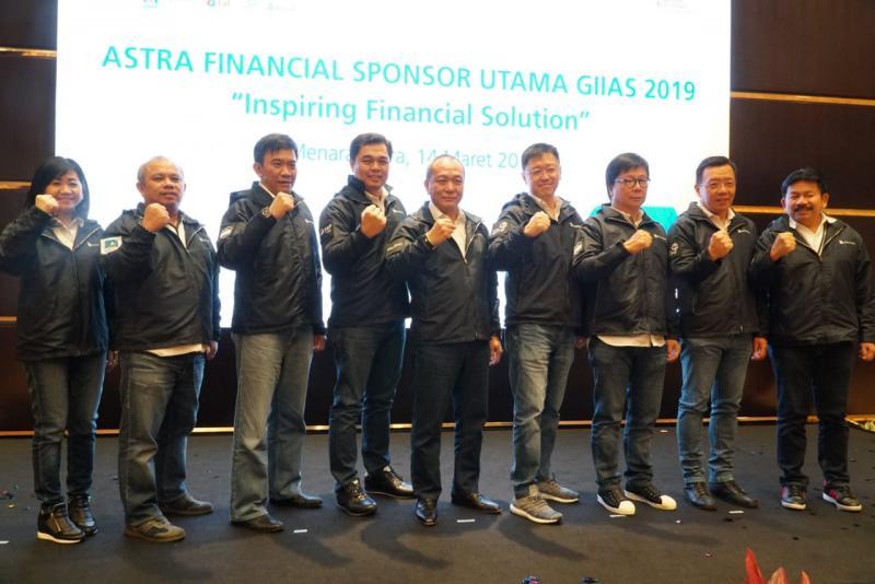 Total nilai transaksi yang berhasil dibukukan, Gunawan (kedua dari kanan) menyebut angka Rp 1,1 Triliun.