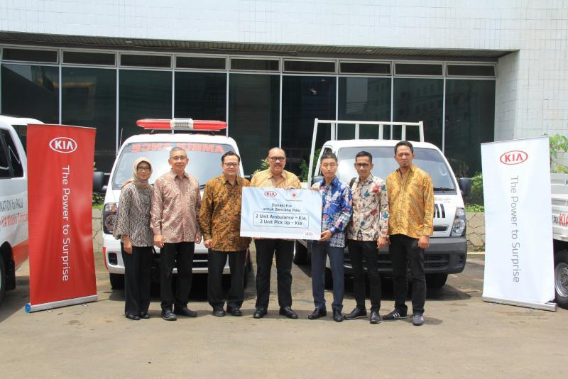 Kia Motor Corporation berikan donasi pasca pemulihan gempa Palu melalui Palang Merah Indonesia. (foto : ist)