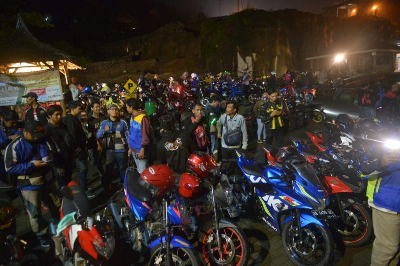 Suasana kemeriahan Suzuki Saturday Night Ride di Yogyakarta. (foto :. Ist)