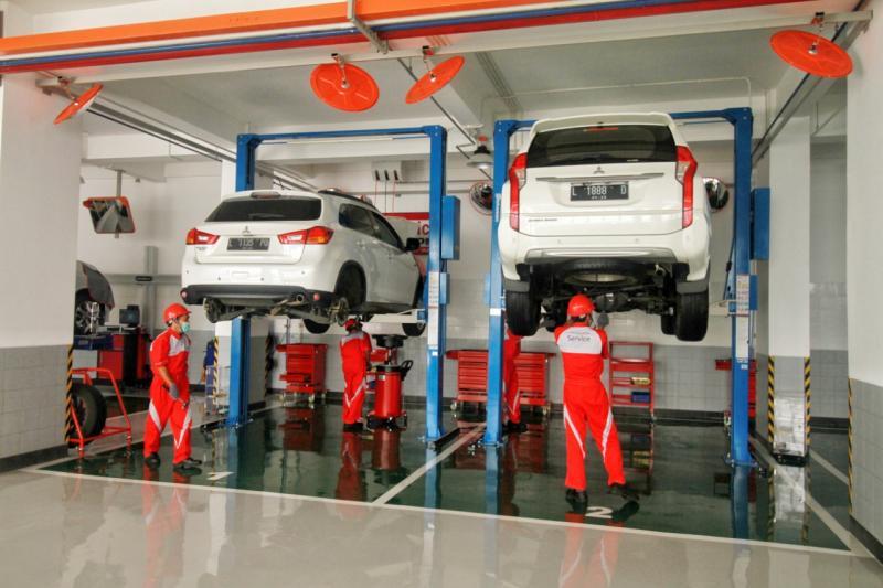 Kapasitas perbaikan kendaraannya hingga 85 kendaraan per hari yang ditunjang dengan 22 stall untuk fasilitas servis umum, 2 stall inspection line dan 4 stall Mitsubishi Quick Pit (MQP).