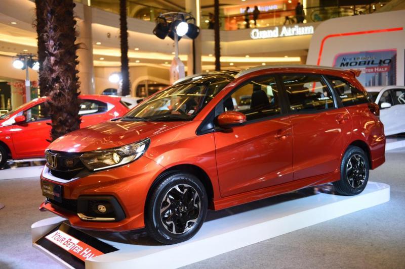 New Honda Mobilio mencatat penjualan sebanyak 2.026 unit, diikuti Honda Jazz dengan penjualan sebanyak 986 unit. (foto: adri)