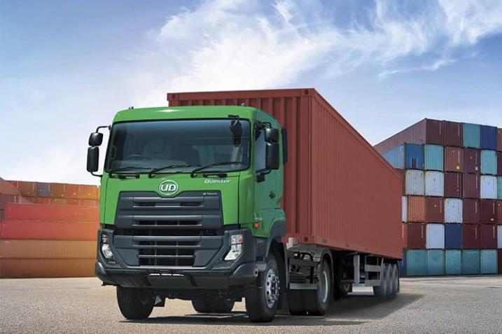 Truk jenis Tractor Head diyakini sangat cocok untuk mengangkut muatan kargo. (foto: UD Trucks).