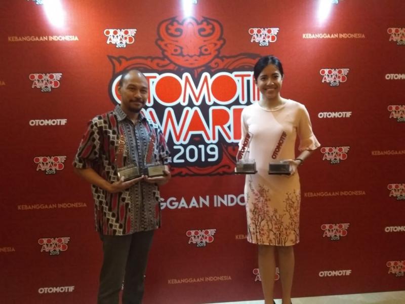 Yulian Karfili (kiri), penghargaan ini menjadi motivasi bagi kami untuk terus meningkatkan kualitas produk dan layanan purna jual Honda di seluruh Indonesia. (anto)