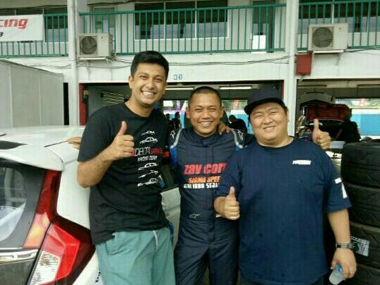 Ferry Yanto Hongkiriwang (kiri), Benny Santoso dan Umar Basalamah. (foto : bs)