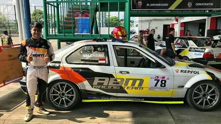 Valentino Ratulangi, bisa ikut balap mobil adalah penantian 16 tahun yang tertunda. (foto : ist)