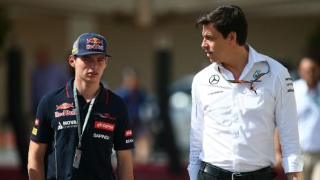 Max Verstappen bersama bos Mercedes Toto Wolff (ist)
