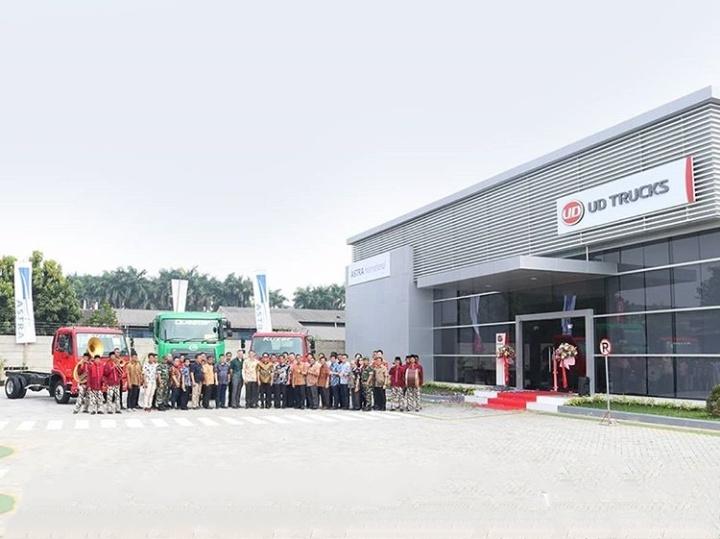Kedua Cabang Astra UD Trucks ini menawarkan pelayanan lengkap 3S yaitu Sales, Service, dan Spare Parts serta pelayanan servis kunjung. (astraudtrucks).