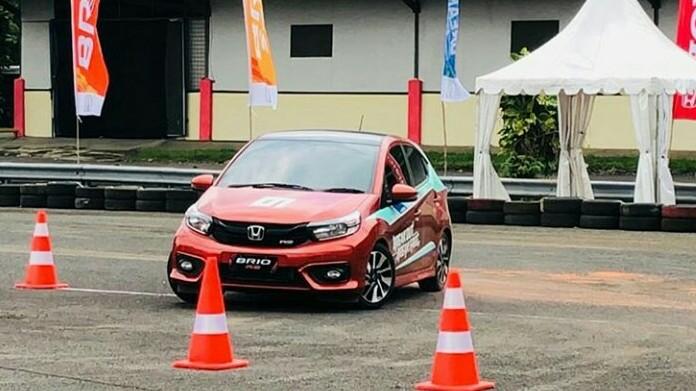 All New Honda Brio dalam kegiatan first test drive di pelataran parkir sirkut Sentul.  (foto : Ist)