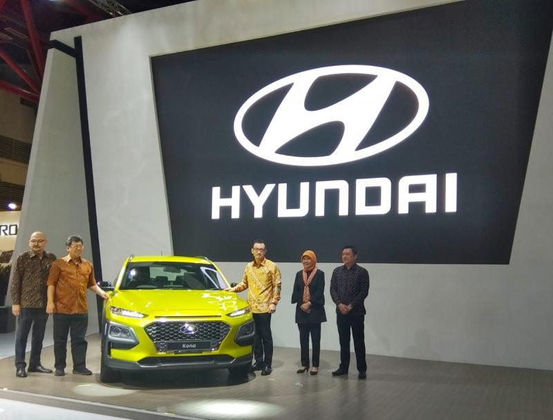 Partisipasi HMI di Telkomsel IIMS 2019 ini menampilkan tiga unit All New Hyundai Kona aneka warna yang bisa langsung dirasakan impresinya oleh pengunjung.(anto)