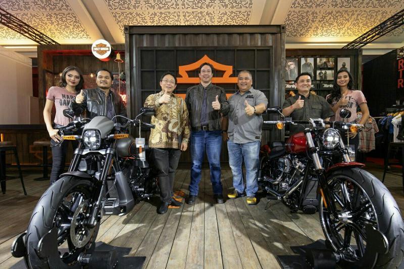 Harley-Davidson display produk unggulan di booth Telkomsel IIMS 2019. (foto : hd)